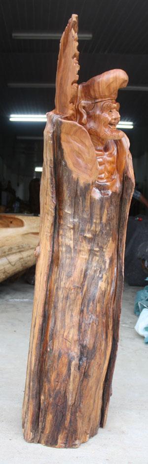 盆景奇石 根雕艺术 >> 正文        品名:香樟木根雕天竺济公 产地