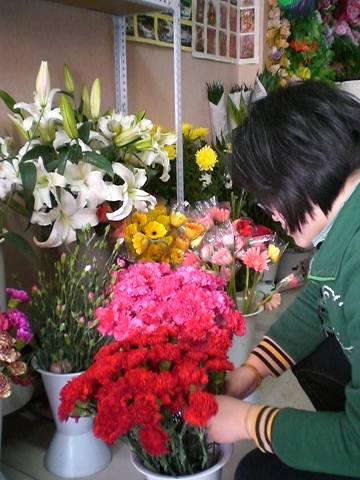 母亲节(5月9日)即将来临,6日,记者走访张家口市区多家花店发现