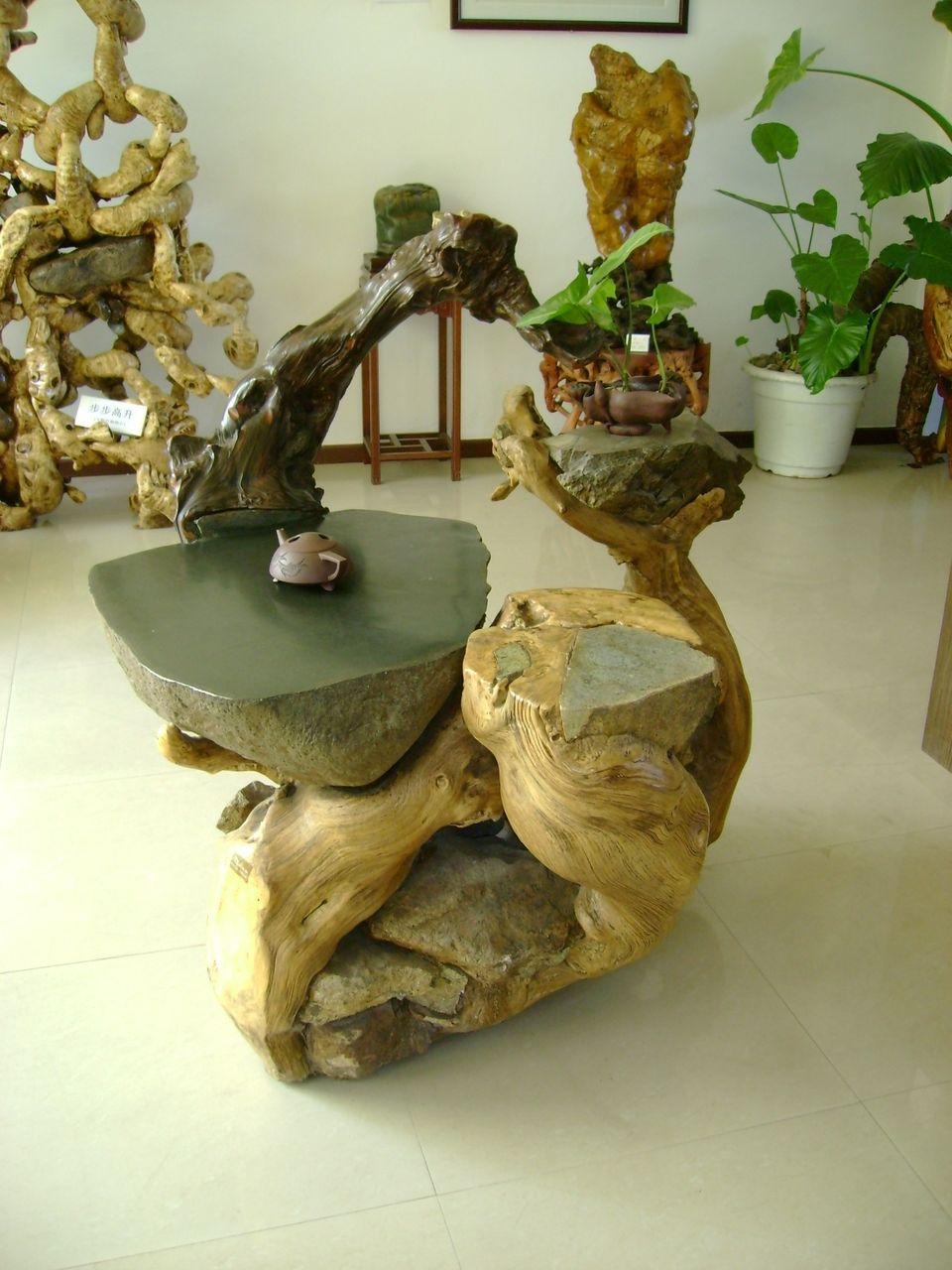 根雕茶几——红豆杉抱石